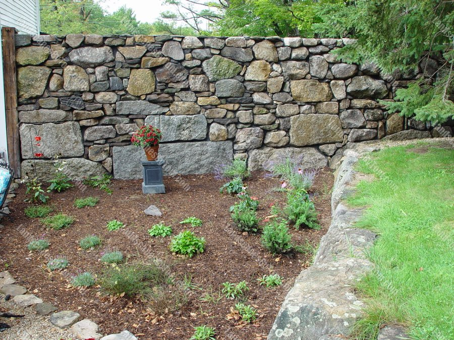stone_Perennial_Planting_bed_at_stone_wall_1-min